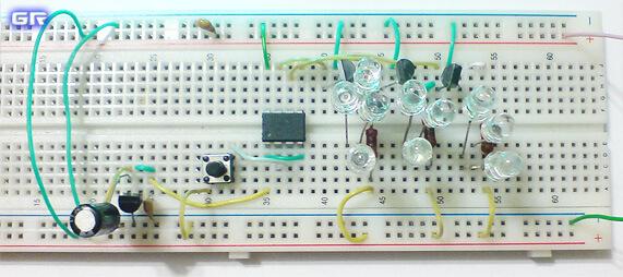 Сборка схемы RGB светильника на беспаечной макетной плате.